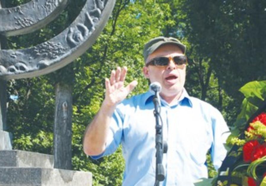 Natan Sharansky speaks at the Babi Yar ravine.