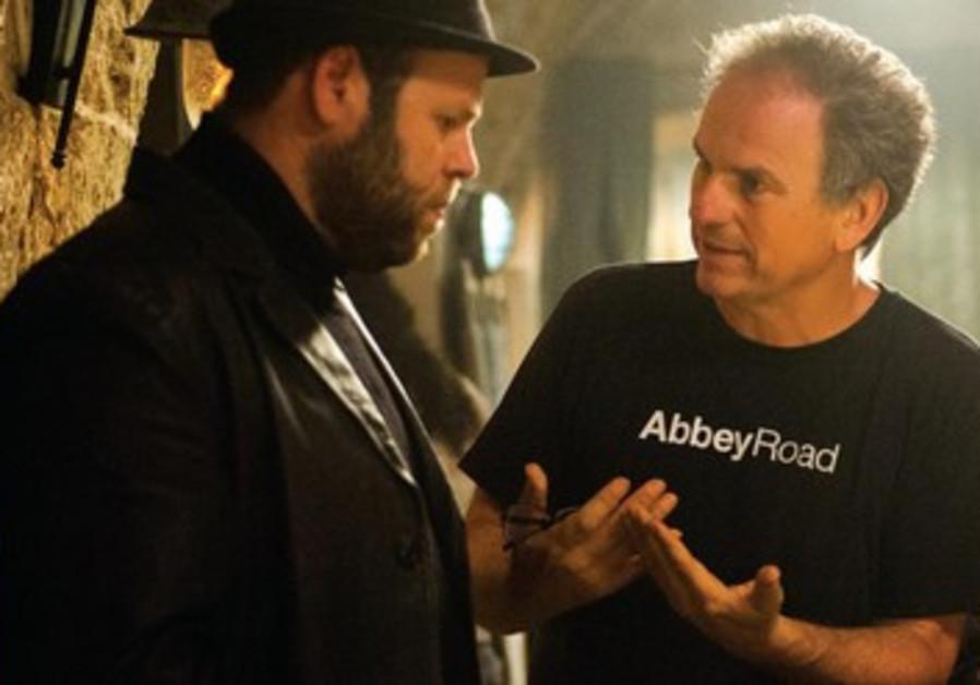 Avi Nesher dirige son acteur Adir Miller (à gauche).