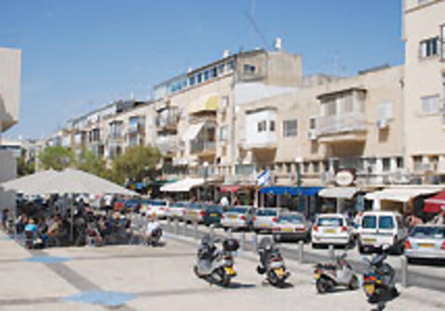 Streetwise: A flower in Tel Aviv