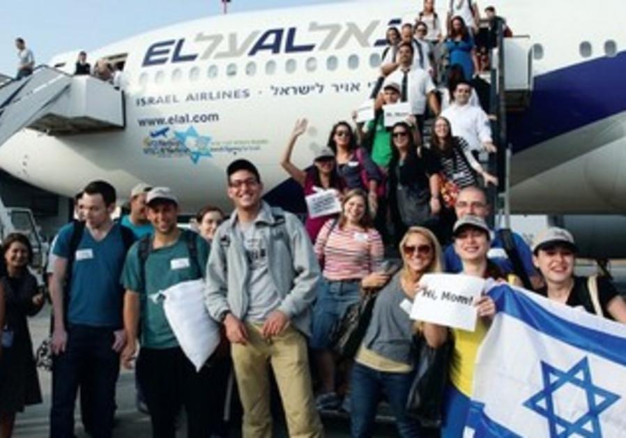 Olim arrive in Israel with Nefesh B'Nefesh.