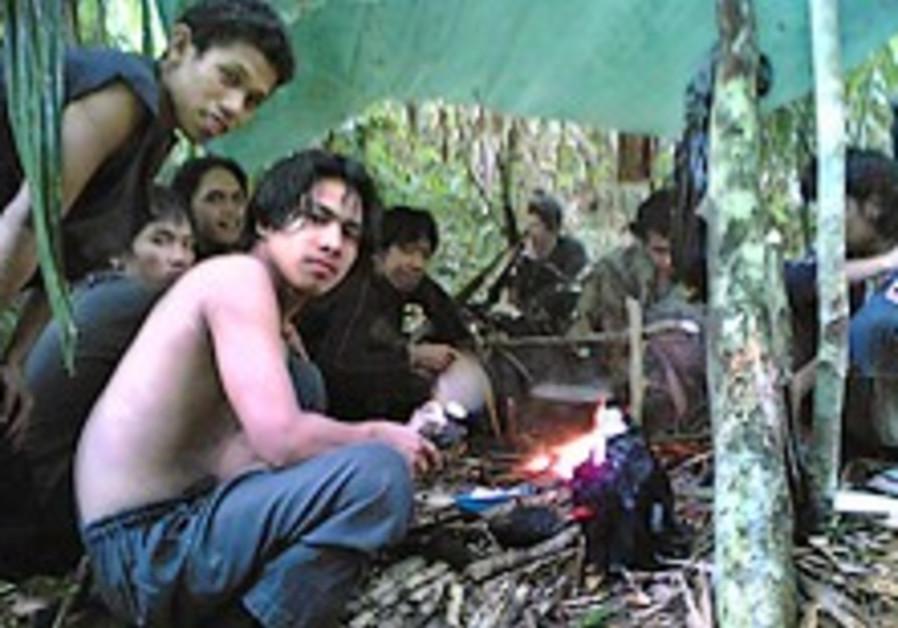 Terrorists set Tuesday deadline to ransom Philippine journalists