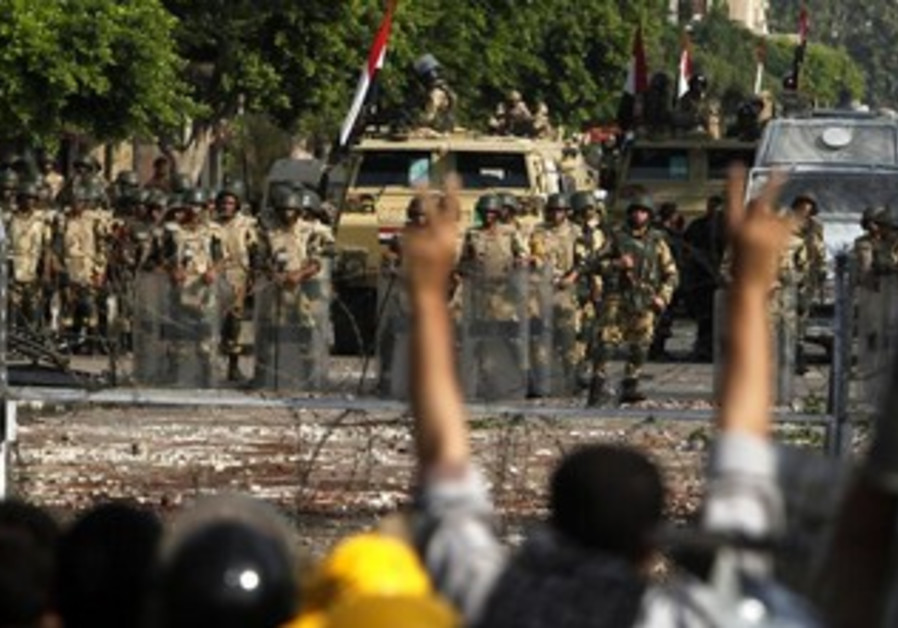 Egyptian army stands guard near Morsi supporters