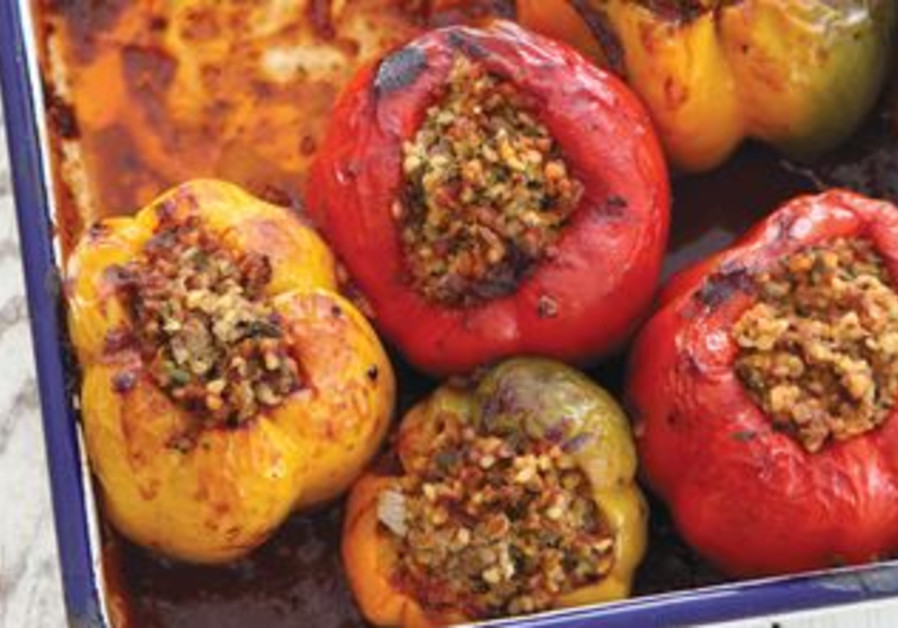 Stuffed peppers with bulgur, meat and herbs