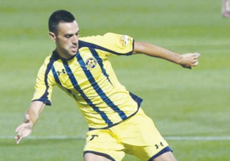 Eran Zahavi in action during Maccabi TA's win.