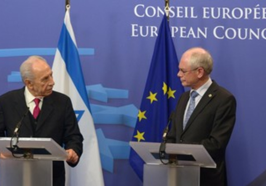 President Shimon Peres with EU leaders, July 22, 2013.