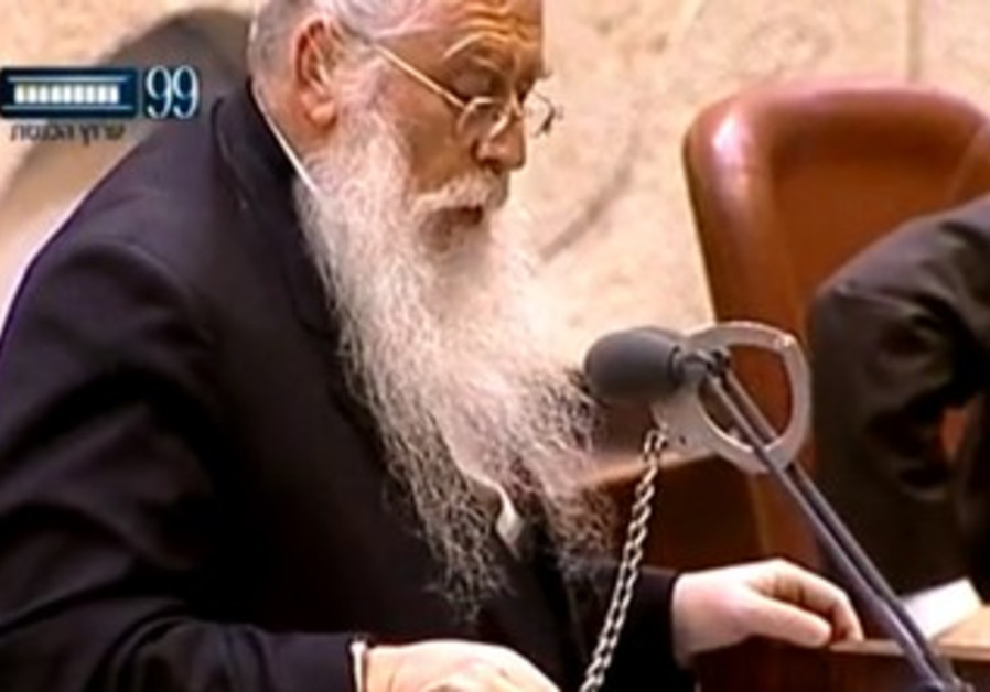 MK Meir Porush handcuffs himself to the Knesset podium, July 22, 2013.