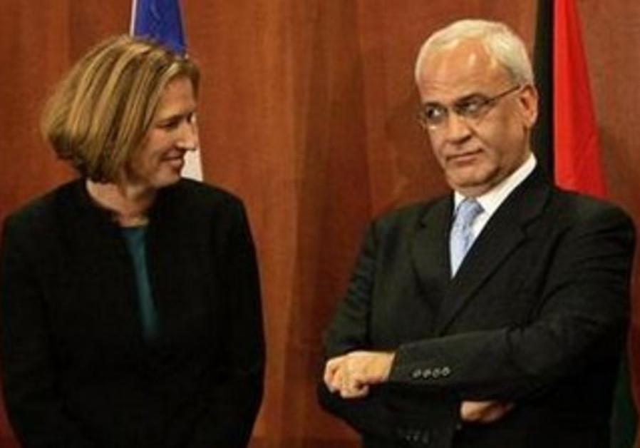 Justice Minister Tzipi Livni and Palestinian chief negotiator Erekat [file]