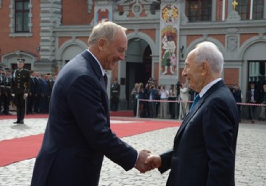 Israeli President Peres with Latvia President Riga