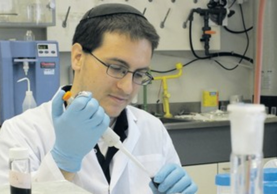 YESHIVA UNIVERSITY student David Kornbluth works in a lab at Bar-Ilan University.
