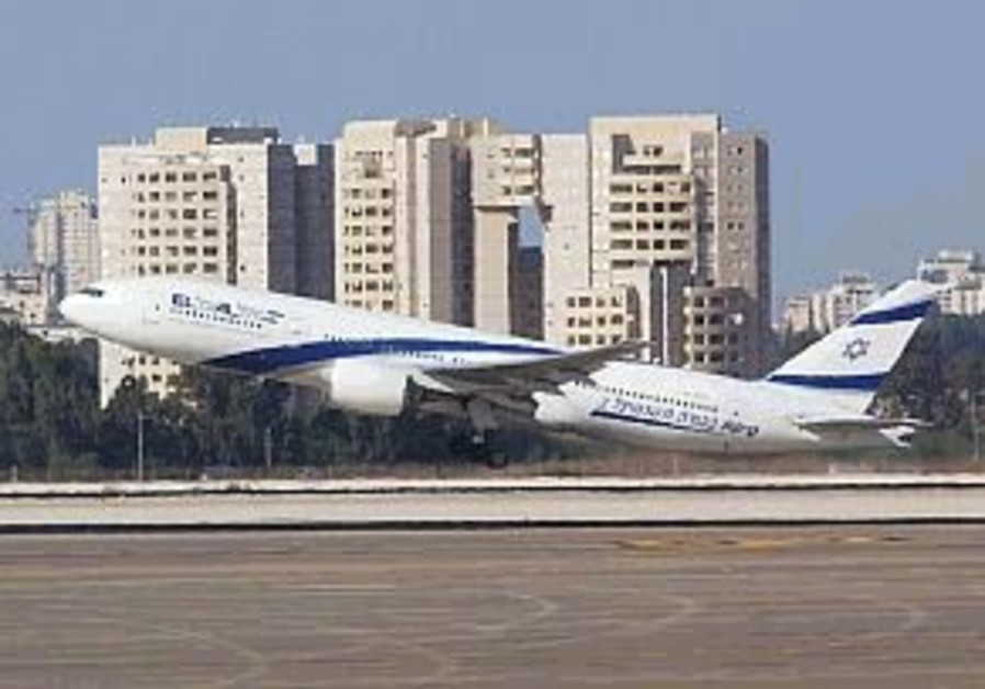 el al jet plane taking off 298 aj
