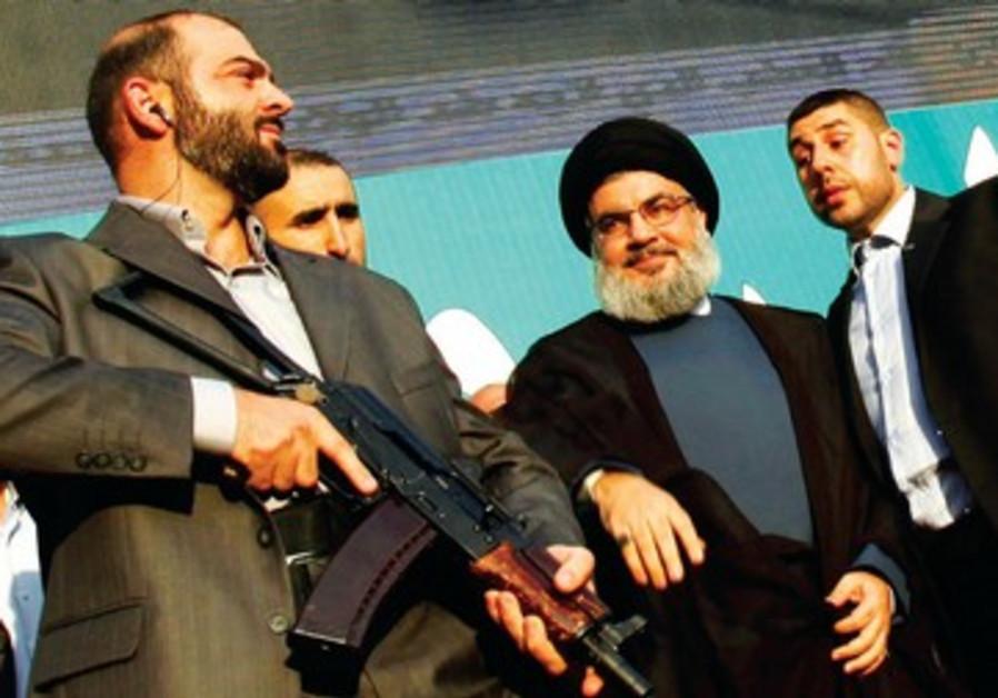 Hassan Nasrallah, le leader du Hezbollah, entouré de ses gardes du corps.