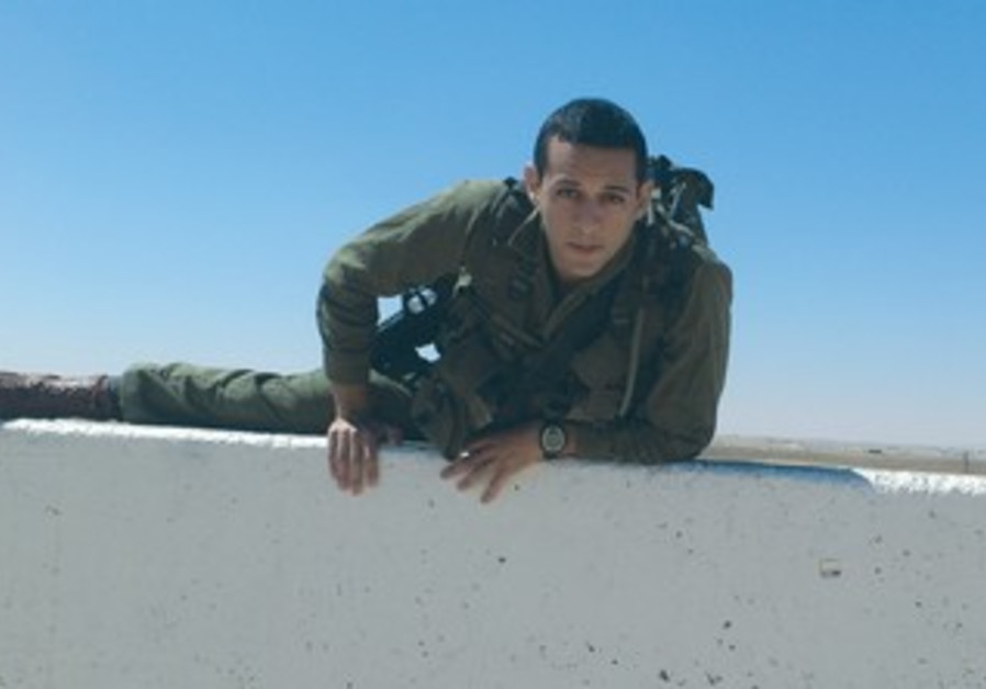 LT. YODAR SHAFRIR demonstrates the IDF's combat fitness test.