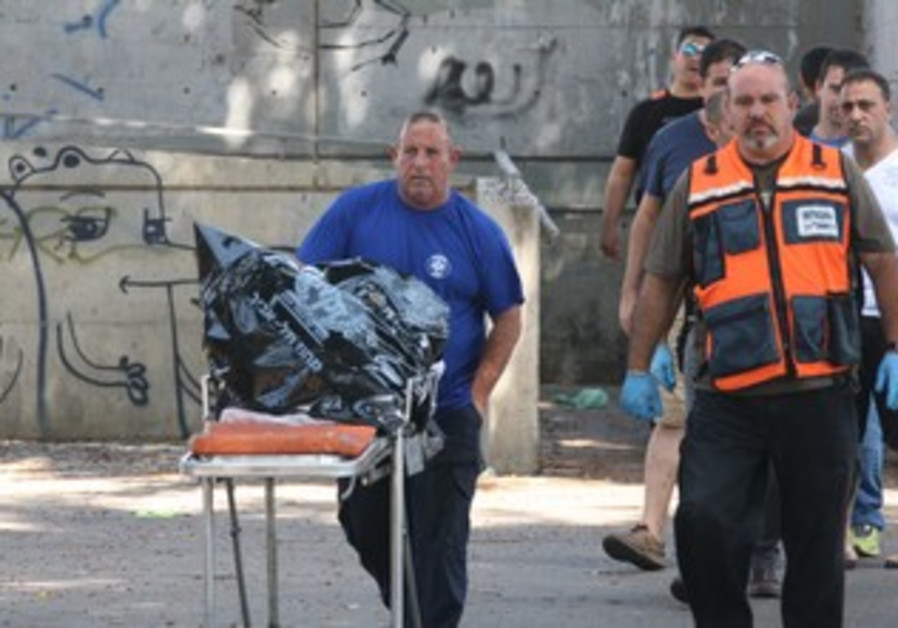 Police at south Tel Aviv site at which decapitated body was found, August 3, 2013
