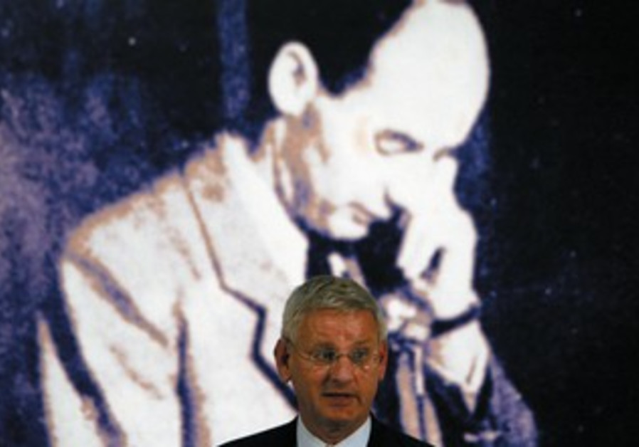 SWEDISH FOREIGN Minister Carl Bildt speaks at the start of Wallenberg Year in Budapest in 2012.