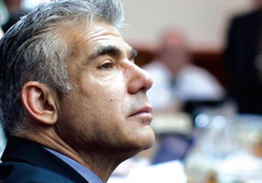 Yaïr Lapid garde la tête haute face aux critiques.