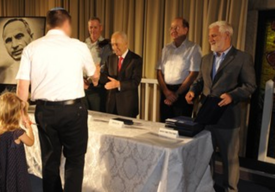 President awards the Israel Security Award, August 6, 2013