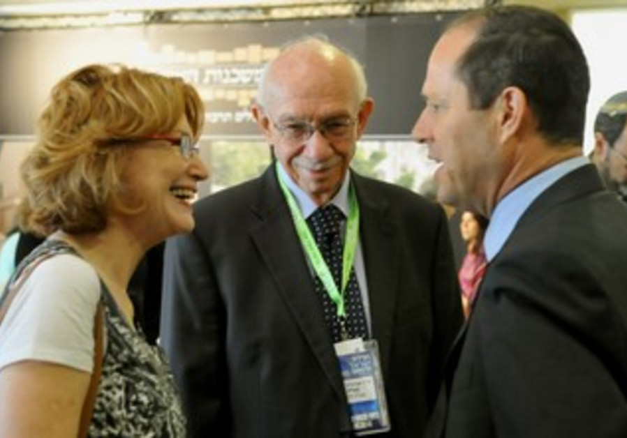 Health Minister Yael German (left) , HMO director-general Avigdor Kaplan and J'lem Mayor Nir Barkat