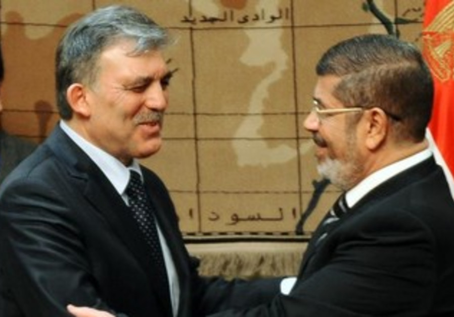 Turkish President Gul with deposed Egyptian President Morsi [file]