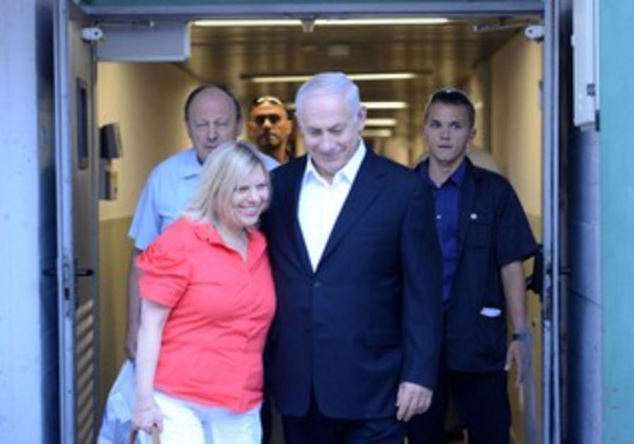 Netanyahu leaves Hadassah Medical Center in Ein Karem after undergoing emergency hernia surgery
