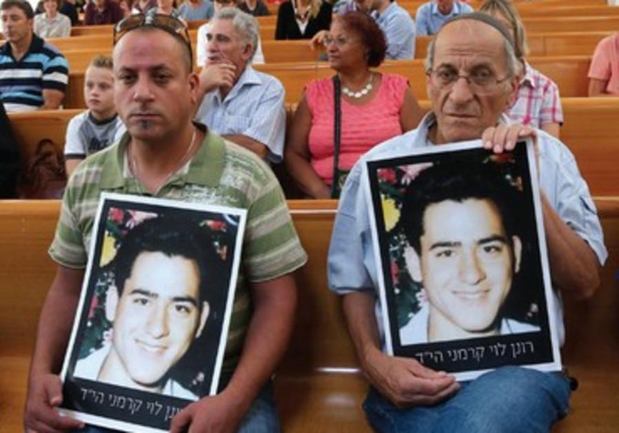Des familles de de victimes protestent contre la libération des prisonniers palestiniens.