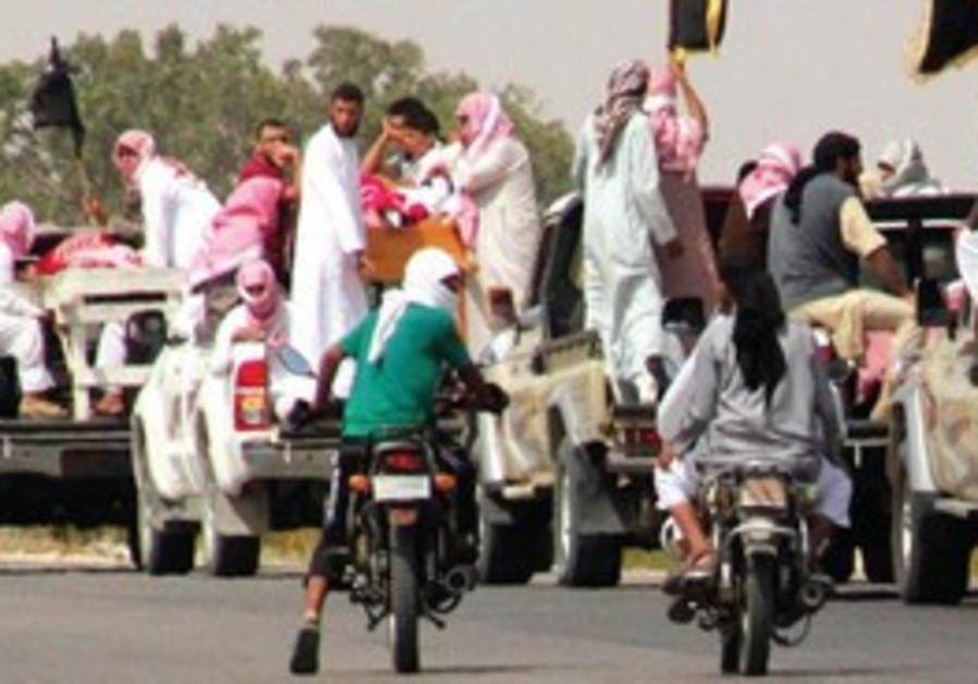 Un convoi accompagne les funérailles des 4 terroristes éliminés lors d'1 attaque attribuée à Israël.