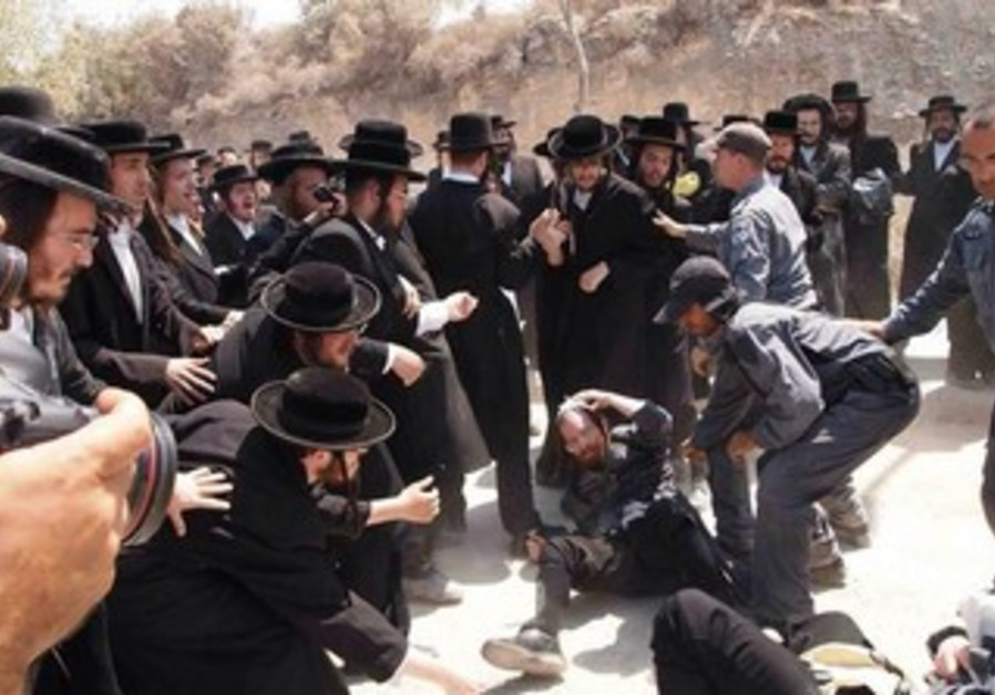 Haredi rioters clash with police in Beit Shemesh