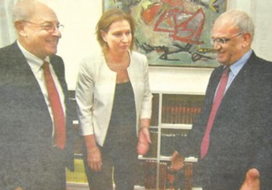 Israeli negotiators Tzipi Livni and Yitzhak Molcho with Palestinian negotiator Saeb Erekat.