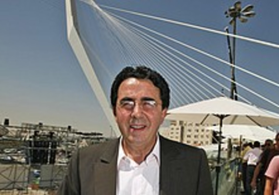 'Bridge of Strings' not only controversial Calatrava project