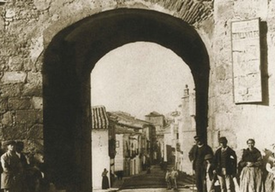 The Puerta de Torcuato was documented in 1376 as part of the 'new' Jewish quarter.