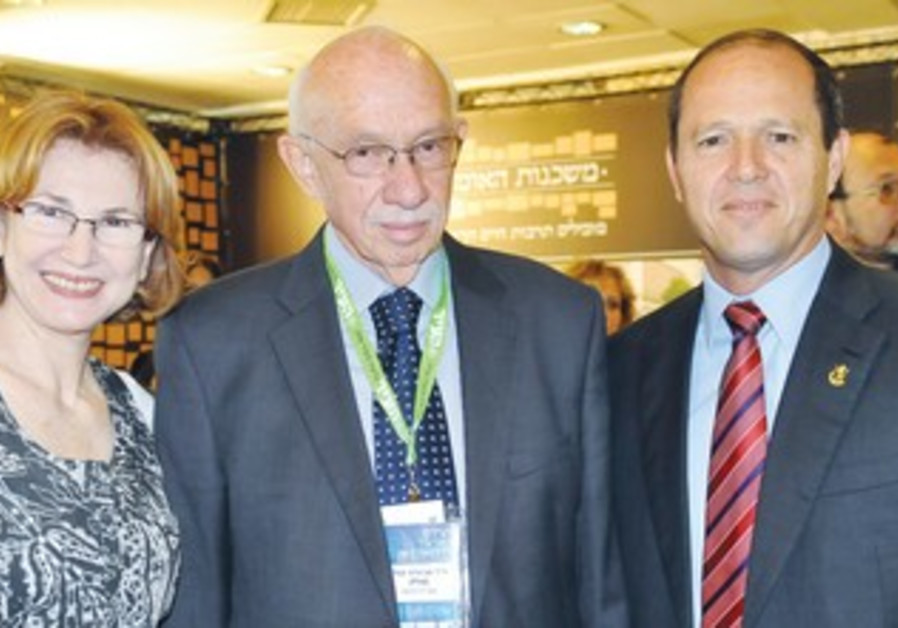 Health Minister Yael German (left), HMO dir.-gen. Avigdor Kaplan and Jerusalem Mayor Nir Barkat.