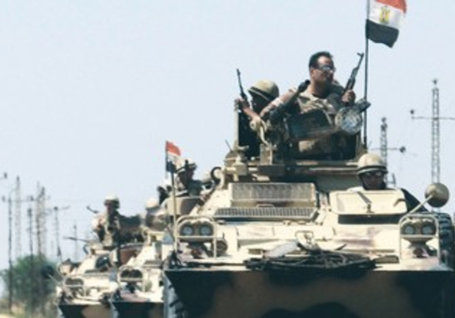 Egyptian troops en route to Sinai