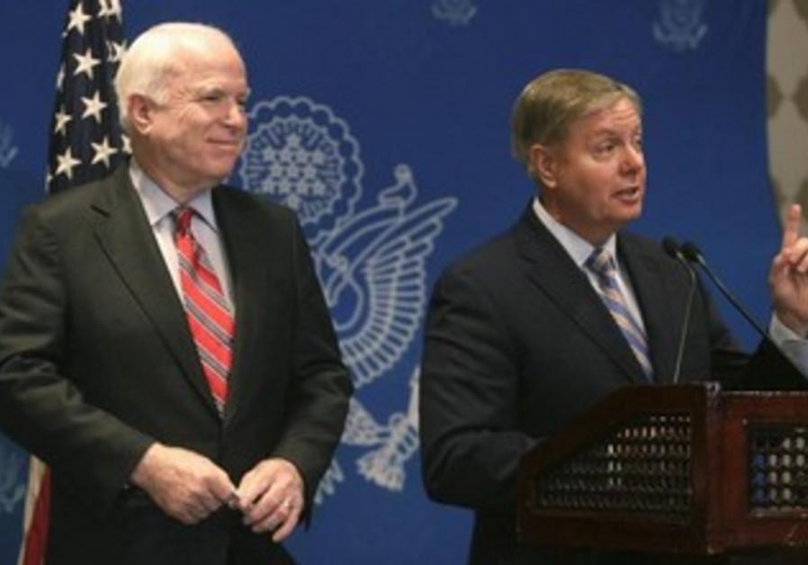 US senators John McCain and Lindsey Graham in Cairo, August 6, 2013.