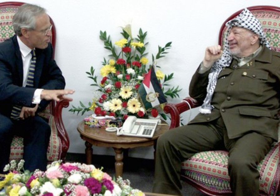US Ambassador Martin Indyk meets with Palestinian Authority President Yasser Arafat, May 2000
