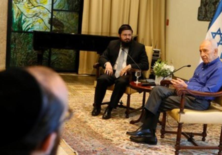 Shimon Peres meets with haredim.