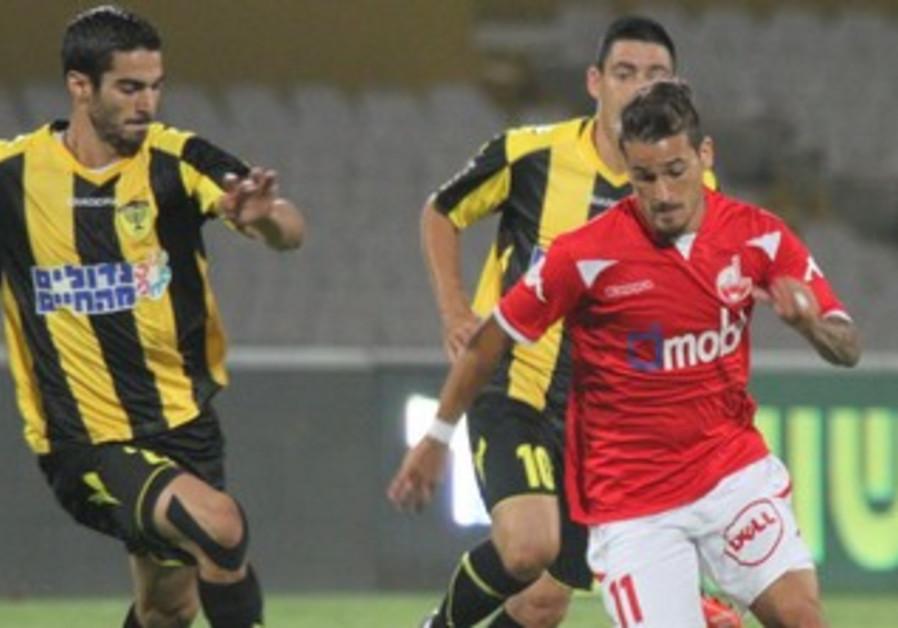 Hapoel Beersheba pulls 2-0 win over Beitar Jerusalem on Saturday night.