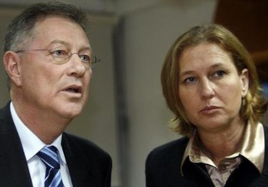 Tzipi Livni and UN envoy Robert Serry