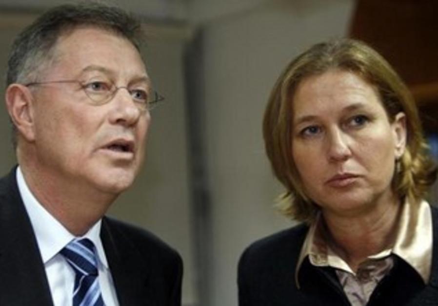 Tzipi Livni and UN envoy Robert Serry