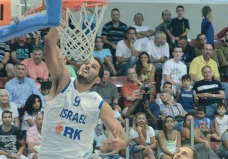 Omri Casspi leads Israel forward.