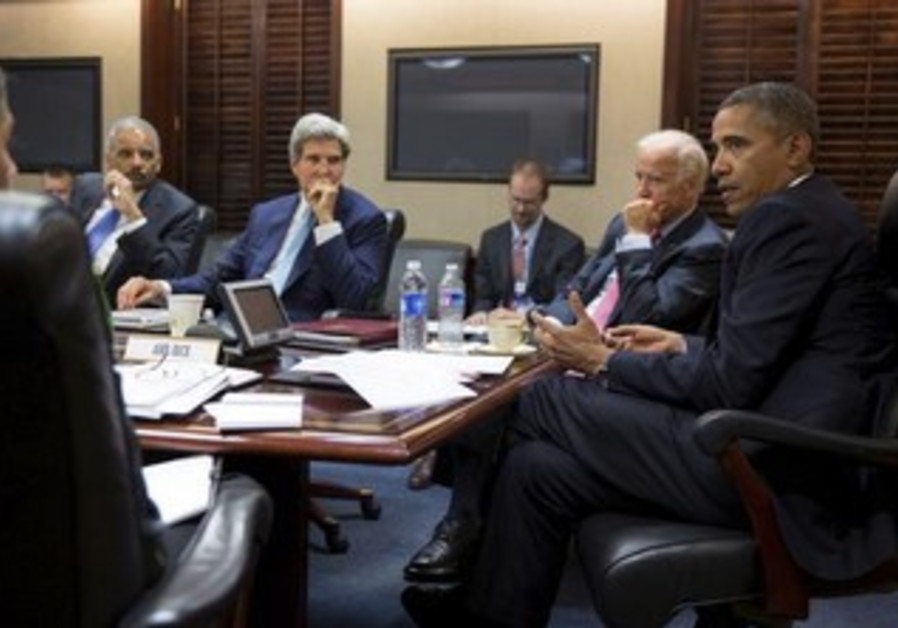US President Barack Obama meeting with his national security staff, August 30, 2013.