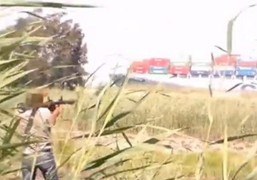 Men attack a train in Suez