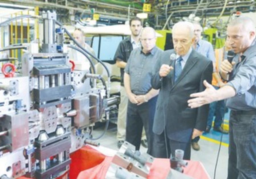 PRESIDENT SHIMON PERES contributes his time to a 'Made in Israel' campaign.
