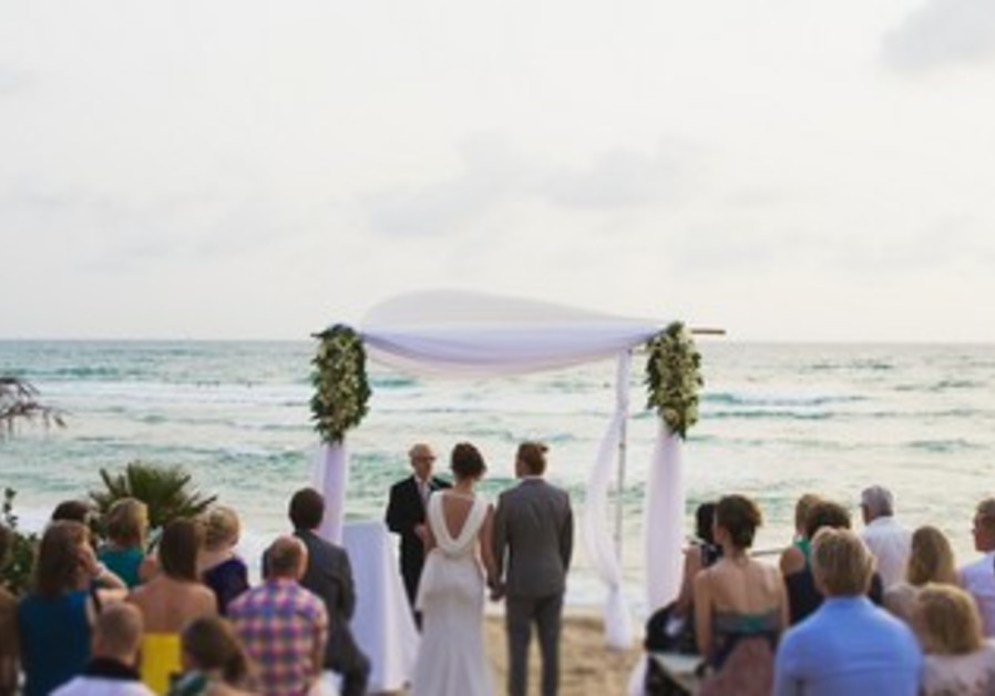 Riina and Esa's beach wedding