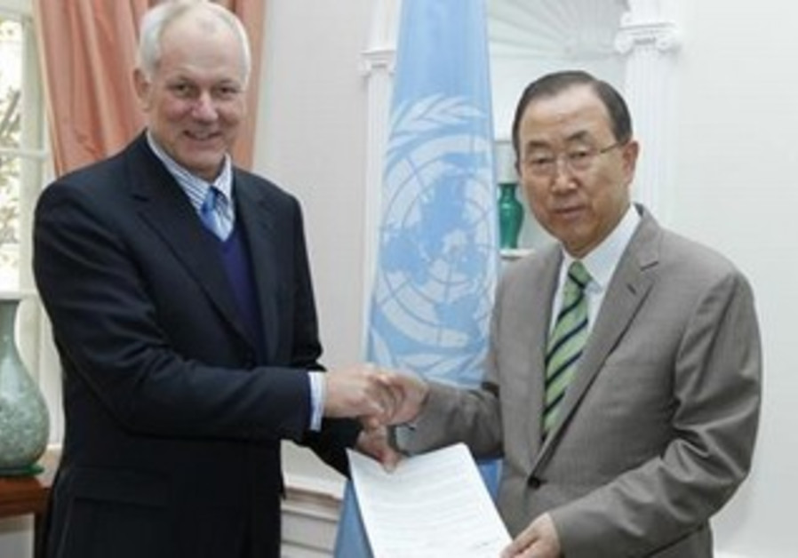 Professor Ake Sellstrom hands UN report to Ban Ki-moon