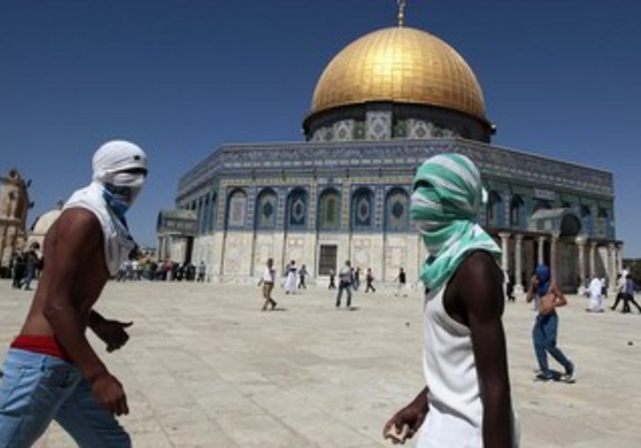 Palestinian protesters react during clashes on the Temple Mount in Jerusalem's old city.