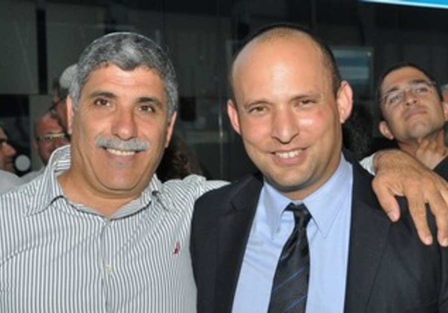 Bennett with his party's candidate for mayor of Kiryat Malachi, Lalo Zohar
