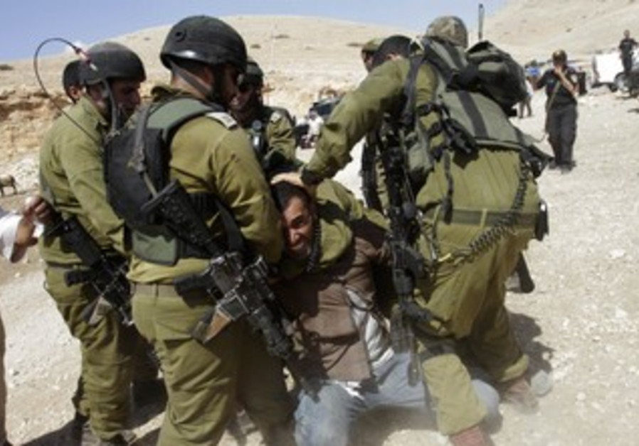 IDF soldiers detain Palestinian in Jordan Valley, September 20, 2013
