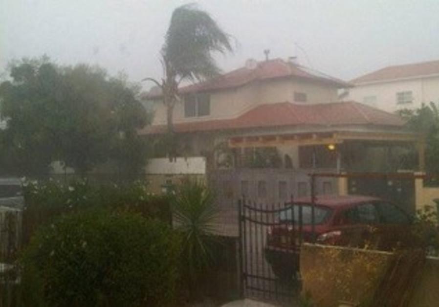 Rain falls in Kfar Saba on September 21, 2013.