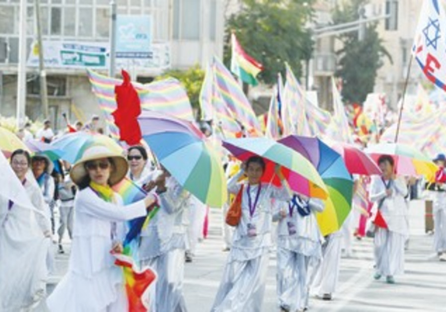 MARCHERS WALK through the center of Jerusalem in yesterday's annual Succot parade.