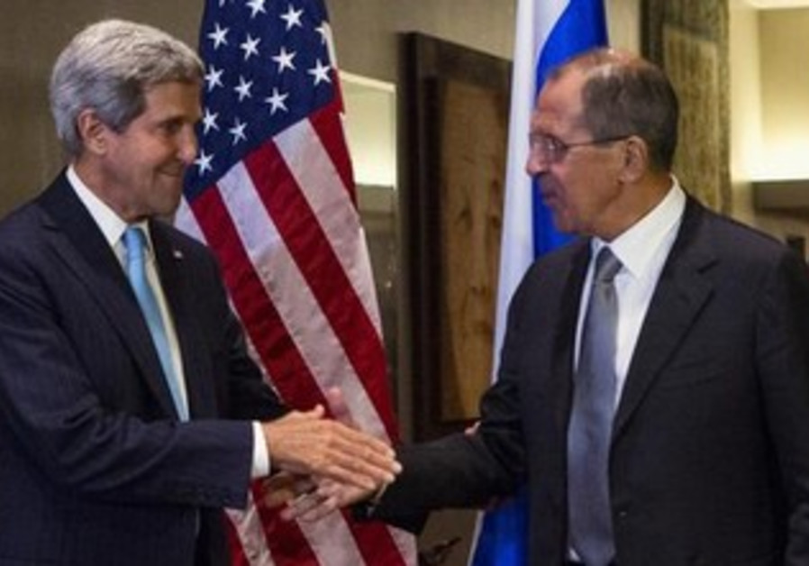 US Secretary of State John Kerry meets with Russian counterpart Sergey Lavrov at UN, Sept. 24, 2013.