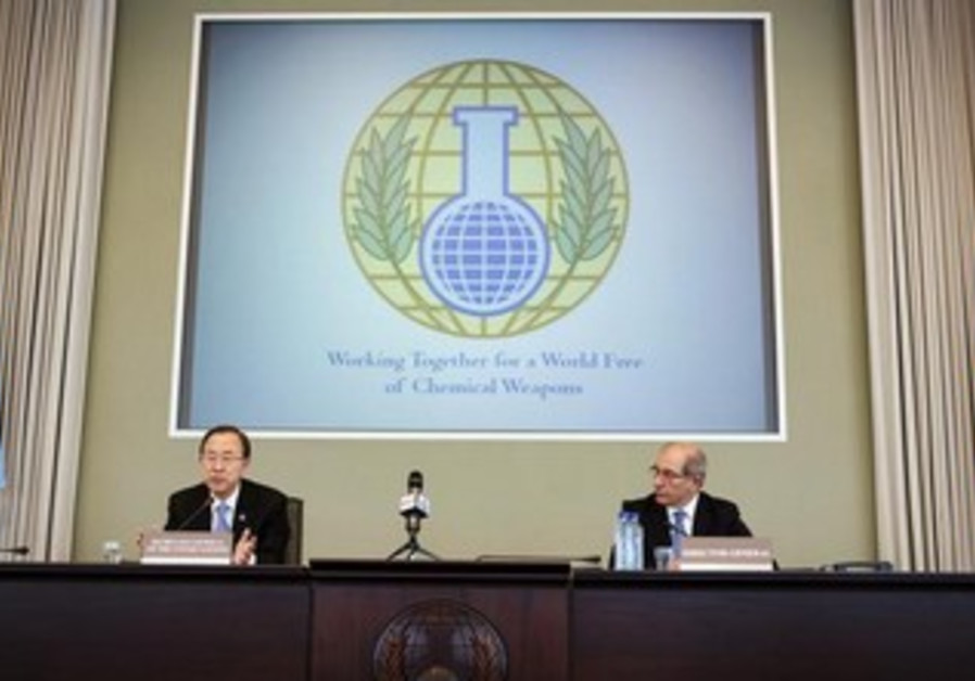 UN Secretary-General Ban Ki-moon (L) and OPCW Director-General Ahmet Uzumcu.